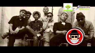 Monkeyboots - Astaga (Official Video Liryc)