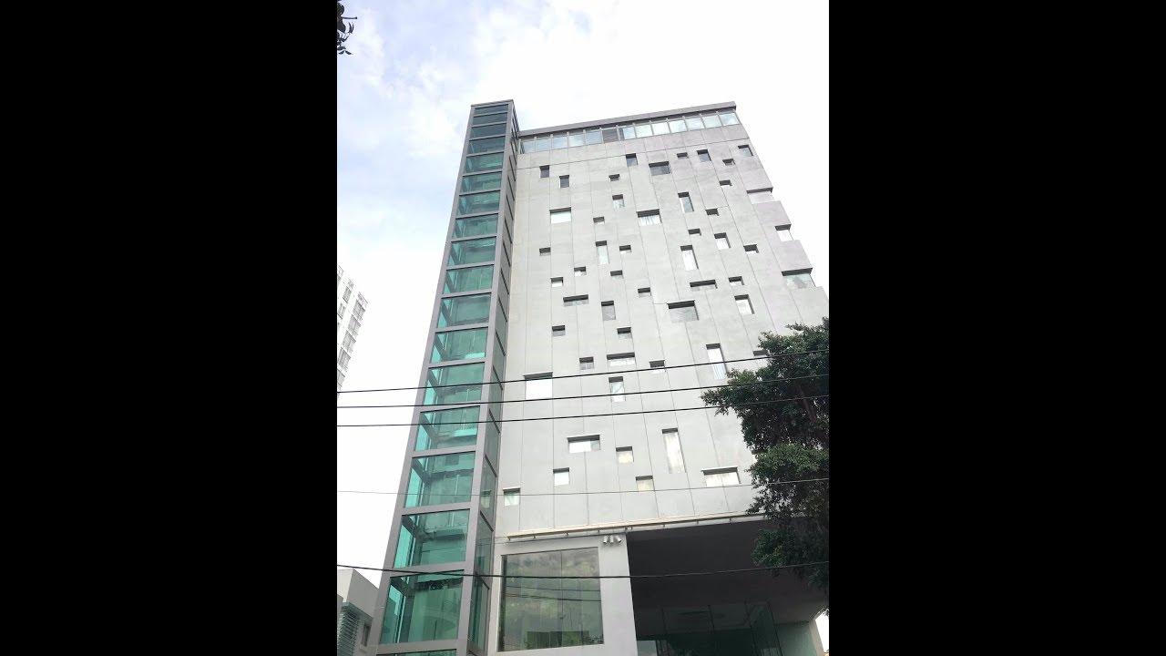 Thang máy đặt ở mặt tiền toà nhà cao tầng tại khoảng lùi mặt tiền bằng kết cấu thép, vách kính