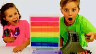 Learn English Colors! Rainbow Surprise Cars and Dolls with Sign Post Kids!