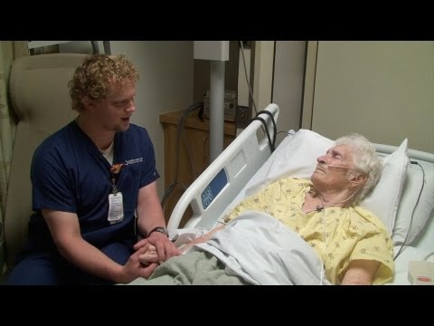 'The Singing Nurse' at Valencia hospital soothes the suffering