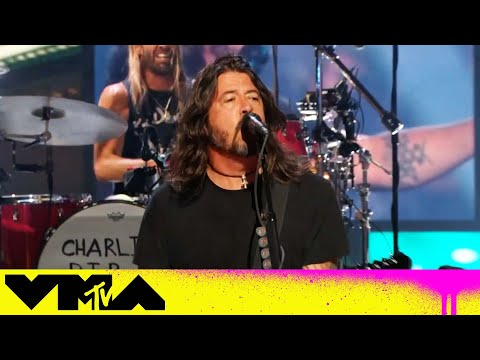 """Foo Fighters Perform """"Learn To Fly"""", """"Shame Shame"""", """"Everlong"""" 