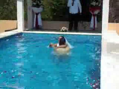 Jorge y mayela en la piscina youtube for Piscina quintanar de la orden