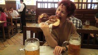 HOFBRAUHAUS IS A (FUN) TOURIST TRAP - Munich, Germany - Leonard Does Europe #7