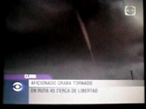 Tornado en la ruta 45 de Libertad, San Jose Uruguay (4/3/10)