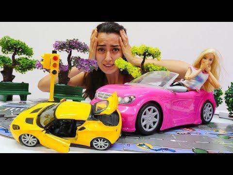 Uykusuz Barbie kaza yaptı! Trafik oyunu