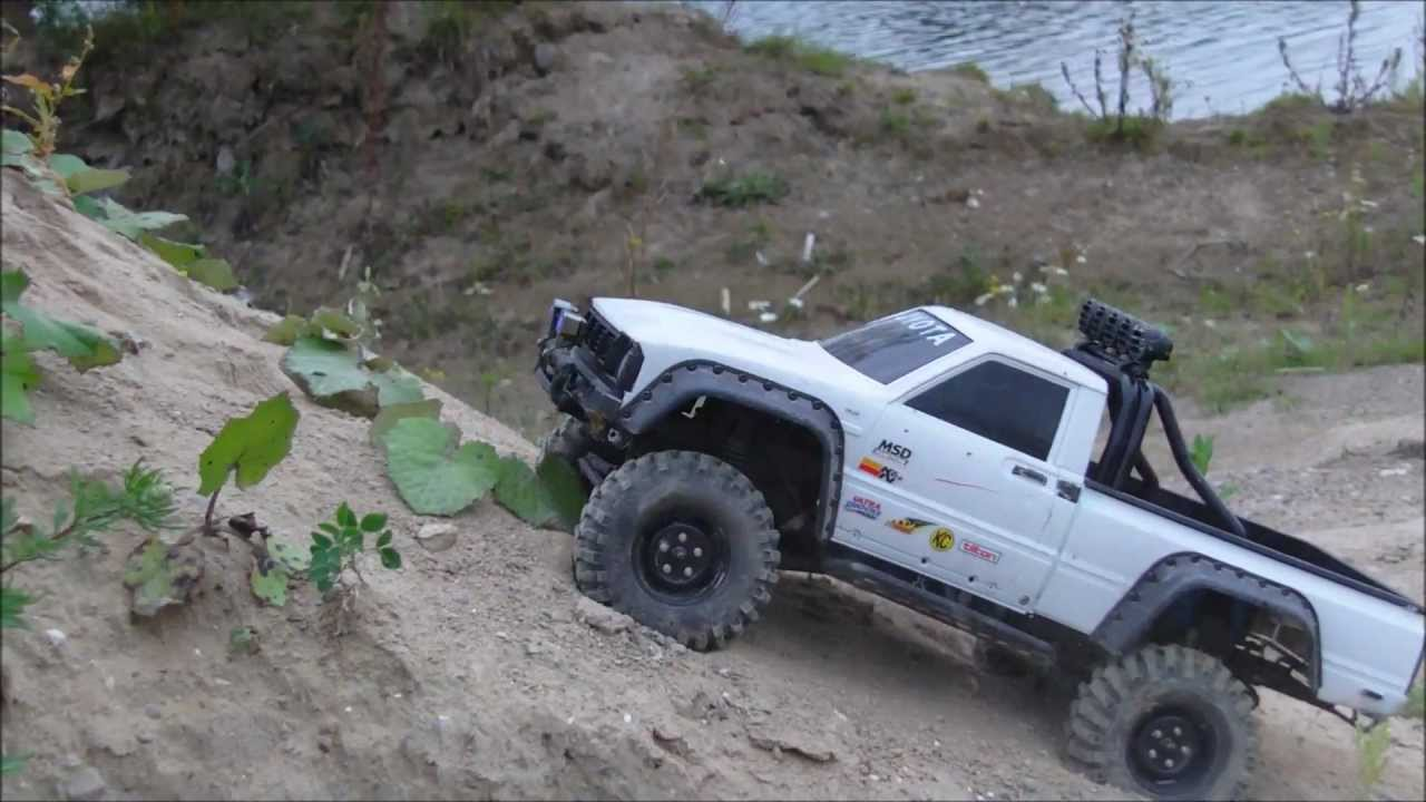 two toyota hilux going off road axial scx10 rc scale crawler youtube. Black Bedroom Furniture Sets. Home Design Ideas
