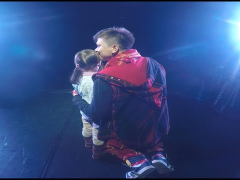 Маленькая девочка довела до слёз весь зал на концерте Elvin Grey - Ржачные видео приколы