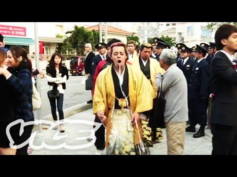 パンチパーマにキャバ嬢ヘアー!ド派手な沖縄の成人式 - Booze, Cars and Mullets: Okinawa's Insane Coming of Age Party