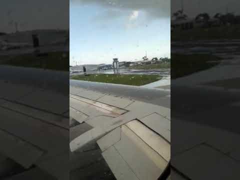 Lindo vuelo viajando de cayman island hacia la ceiba hoduras