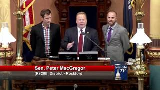Sen. MacGregor welcomes Rockford Cross Country Champions to the Capitol