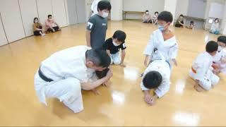 武道塾は空手道を通じ武士道精神と日本の伝統文化と道徳心を養い心身ともに強い人間力を身に付けます。 そんな塾生たちの志高く熱い稽古を是非ご覧ください。