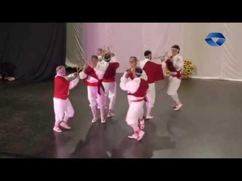 Alkartasuna dantza taldeak Egurre ikuskizuna eskaini du Artza frontoian