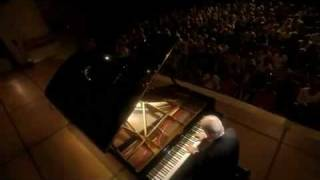 Barenboim plays Beethoven Sonata No. 10 in G Major Op. 14 No. 2, 1st Mov.