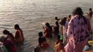 the landscape of bathing in the morning (Kedar ghat / Ganges)