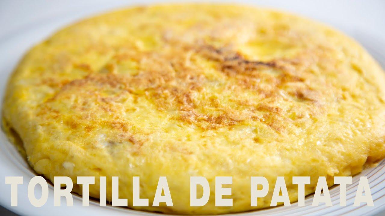 Tortilla de patatas jugosa y muy sabrosa. Omelette