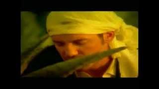 Θάνος Καλλίρης - Με ήσυχη συνείδηση - Official Video Clip