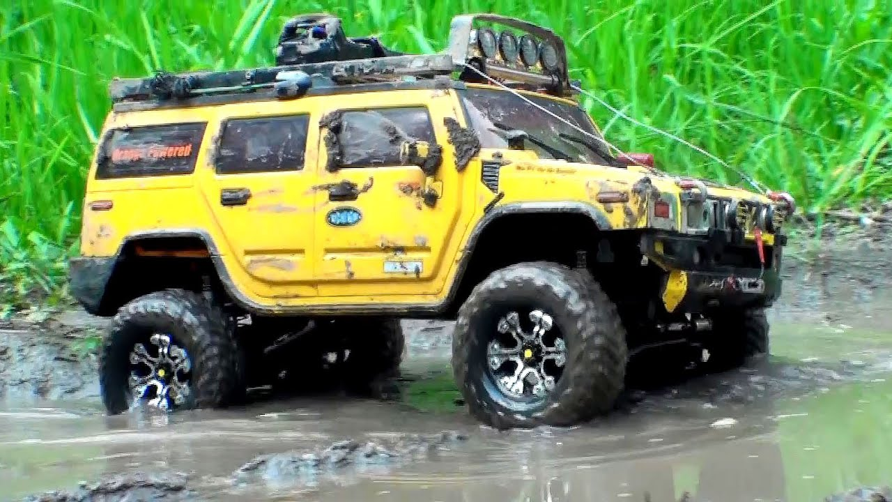rc off road extreme 4x4 scale trucks in mud hummer h2 vs land rover defender 90 youtube. Black Bedroom Furniture Sets. Home Design Ideas