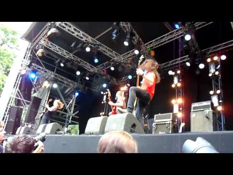 baroness---the-sweetest-curse-live-fortarock-festival