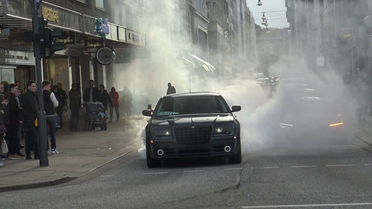 Chrysler 300c - Insane Burnout and got busted by Police!