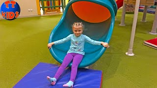 ВЛОГ едем в САМЫЙ большой в городе Магазин Игрушек - Развлекательный Центр для детей!