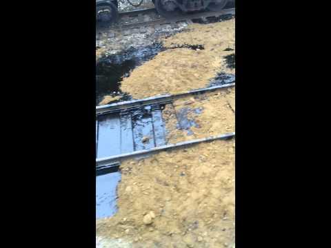 Нефть из вагона на станции зуй