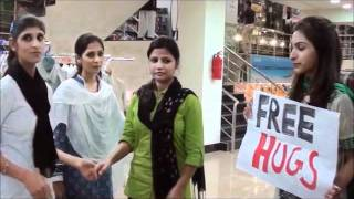 Free Hugs - World Peace Day - by Heal Pakistan.wmv