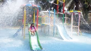 BERMAIN PEROSOTAN AIR RAME RAME DI KOLAM RENANG Kids Playing Water and Slide In The Swimming Pool