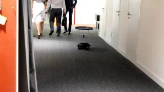 Робот официант для кафе, ресторанов, отелей.(Компания Endurance представляет робота – официанта. Ваш помощник и незаменимый партнер в ресторанном бизнесе..., 2015-09-04T10:07:38.000Z)