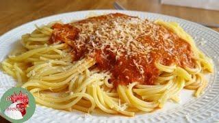 Σπαγγέτι με σάλτσα ντομάτας από την Έλενα
