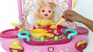 La Muñeca Baby Alive Sara y el set de Juego 3 en 1 Con Cocinita y Ducha!!! TotoyKids