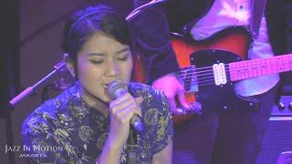 Danilla - Berdistraksi @ Motion Blue Jakarta 21/12/15 [HD]