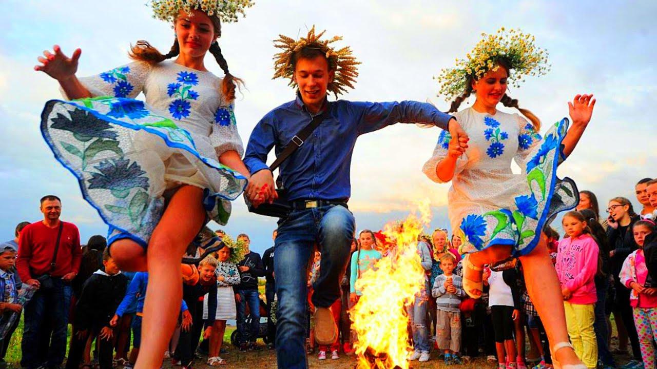 حسناوات يقفزن من فوق النيران الملتهبة من أجل ان يتزوجن!