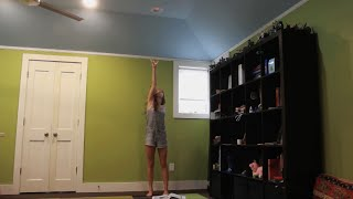Girl tries to change a lightbulb, what happened next AMAZED me