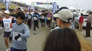 荒川河川敷きで開催の人気のマラソン大会.
