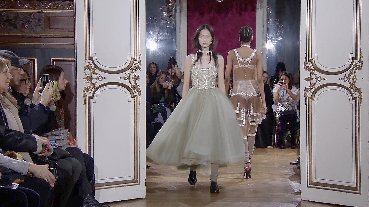 [VIDEO] - John Galliano   Fall Winter 2018/2019 Full Fashion Show   Exclusive 2