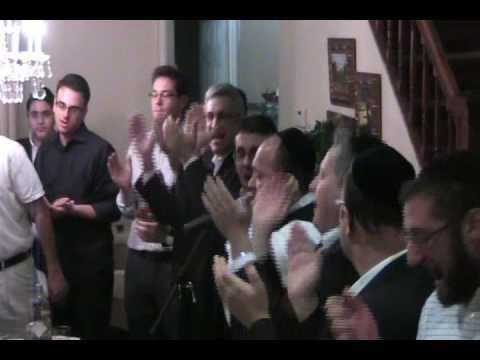 Yehudah Green sings moishela's niggun at a kumzitz in flatbush.wmv