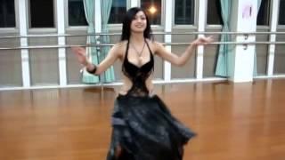 肚皮舞跳的美 ~ 人也長的漂亮舞娘老師