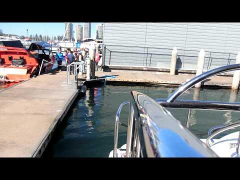 Yacht Reaching the Shore 遊艇靠岸, ヨット着陸, 요트 착륙