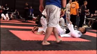 Tony Rodriguez (Phoenix BJJ & MMA Academy) Match 3 at Siege MMA Tournament.wmv