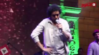 محمد منير: أغنية «شبابيك» اتكتبت في المعتقل (فيديو)