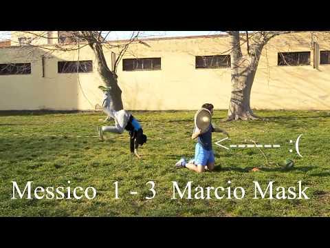 SCOPRIRSI GAY giocando a palla
