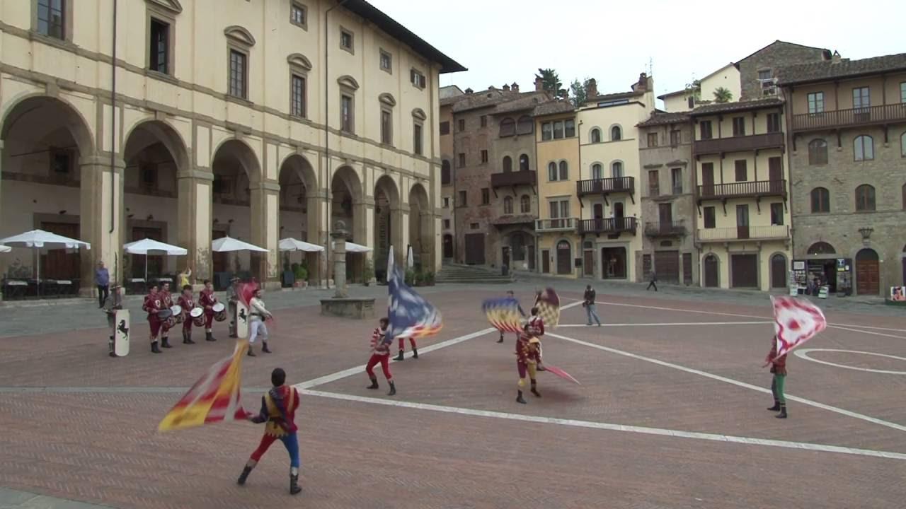 Arezzo : Piazza Grande
