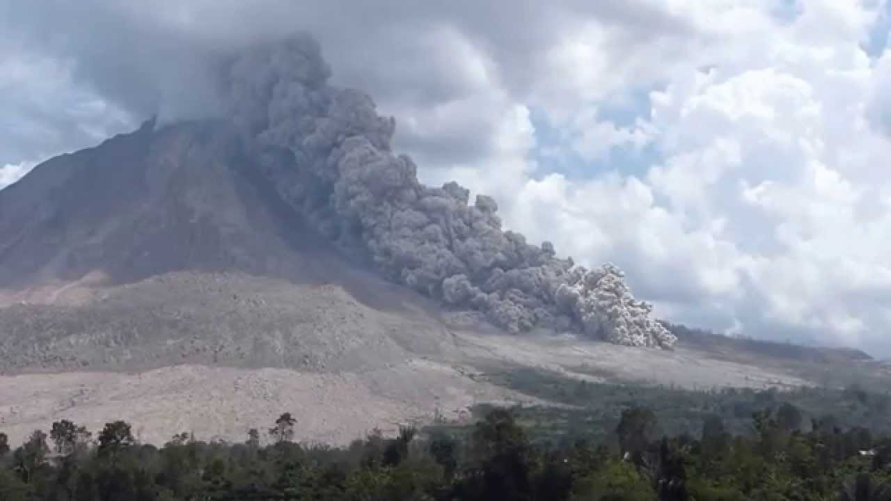 Pyroclastic Flow On Sinabung Volcano  Indonesia  27 July 2015