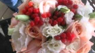 нежный букет невесты с ягодками