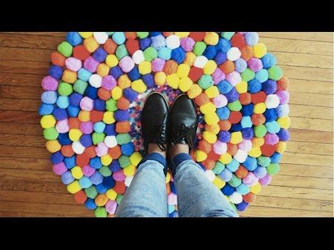 Como hacer un tapete de pompones live colorful youtube - Como hacer pompones ...