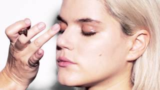 How-To Achieve the Glossy Eye with CoverGirl Thumbnail