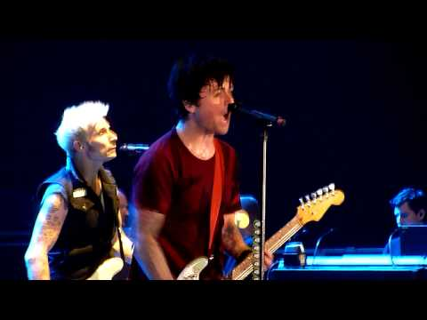 Green Day - Longview (Billie Joe is kissing a guy) + Basket Case - Olimpiisky Arena - 21.06.13