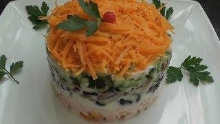 Новогодний салат из копчёной курицы с черносливом и грибами  с оригинальным названием «Обжорка»