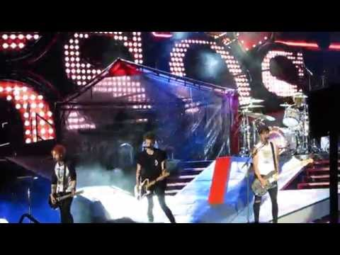 5SOS-Long Way Home Rose Bowl 9/12/14 HD (Luke forgets lyrics)