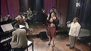 Susana Zabaleta en vivo por debajo de la mesa